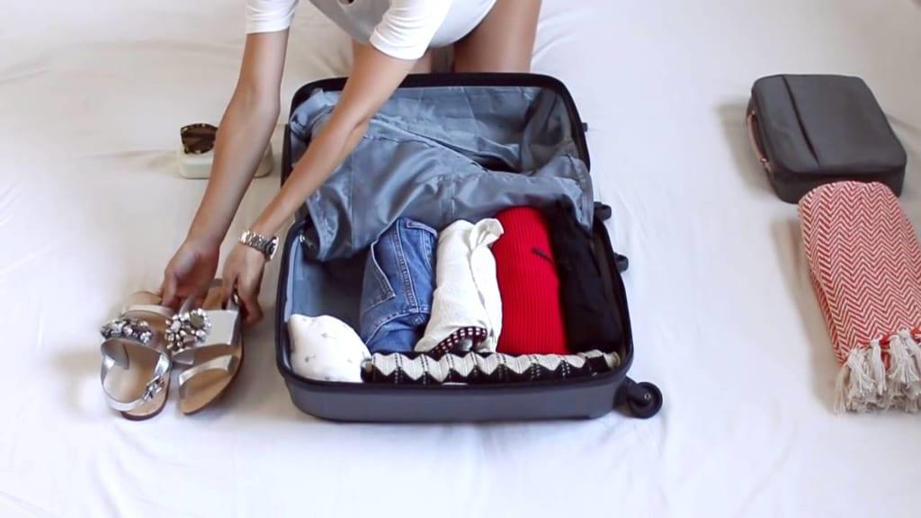 cách gấp quần áo đi du lịch