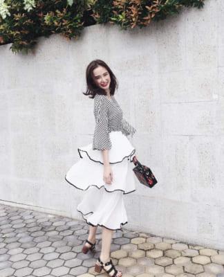 mặc váy mang giày gì