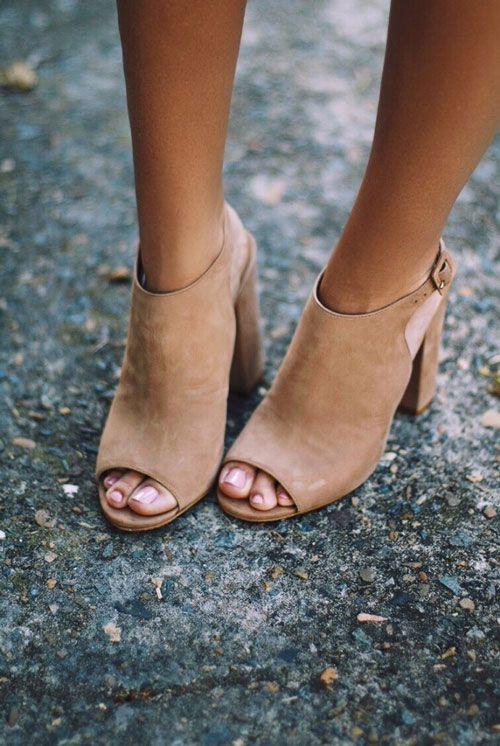 chọn giày cao gót cho người có bắp chân to
