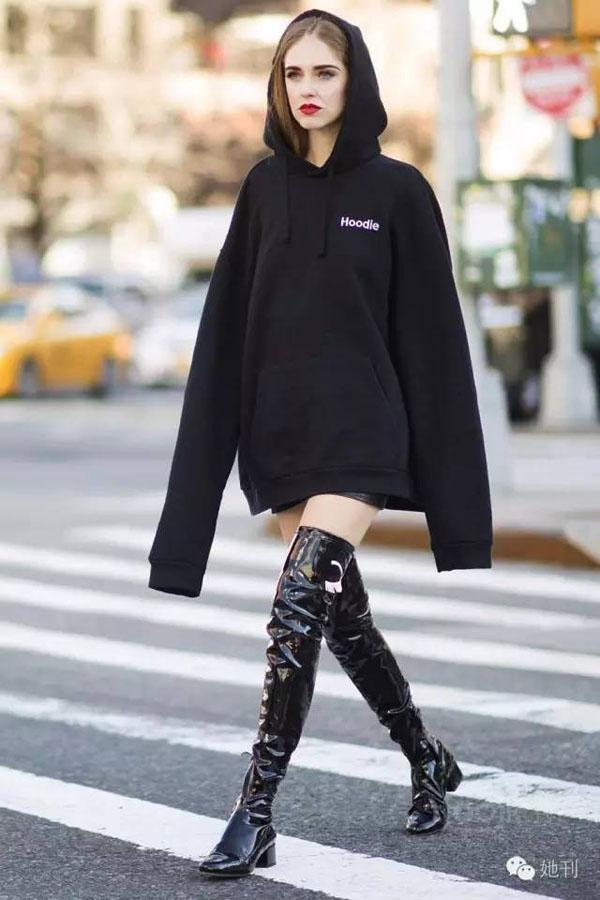 cách mặc áo hoodie nữ